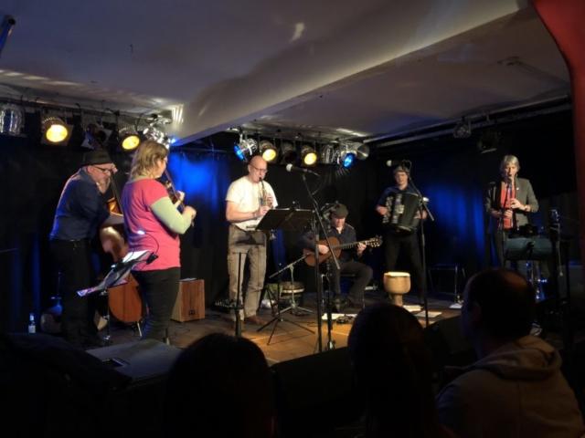 Hanne Balzer und Jörg Ermisch von Liederjan spielen mit uns Jovano Jovanke
