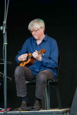 Ist Olafs Gitarre geschrumpft? Foto: Stephan May